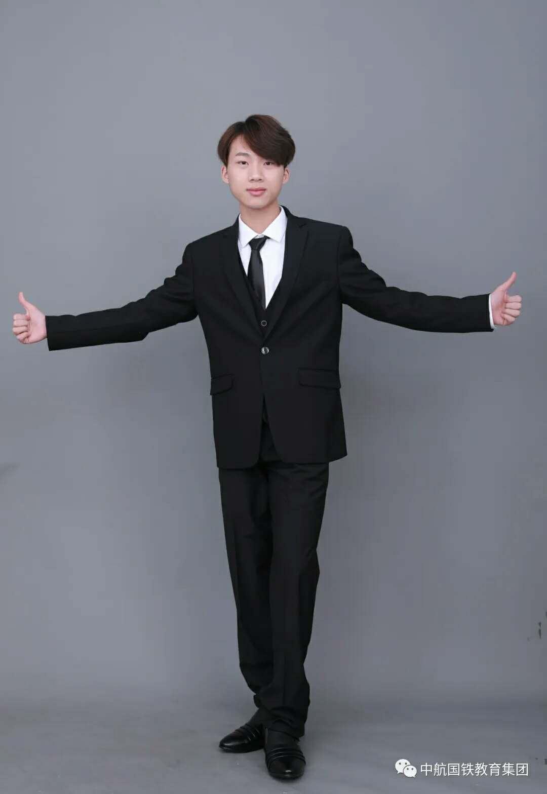 优秀毕业生#平朗:坚持梦想,你将看到不一样的世界